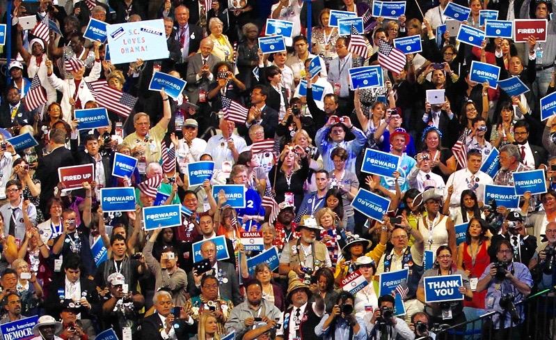 folla incontro politico